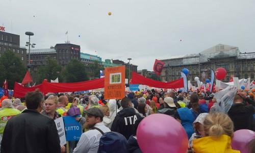 Un imponente sciopero generale scuote la Finlandia