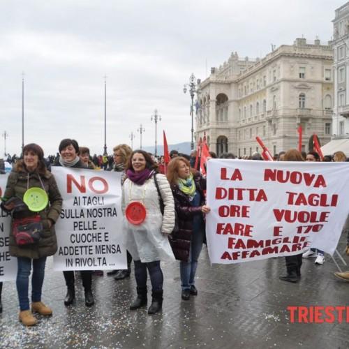 Trieste – Con le lavoratrici e i lavoratori delle mense scolastiche