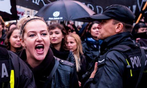 Polonia – Lo sciopero delle donne sconfigge il governo conservatore