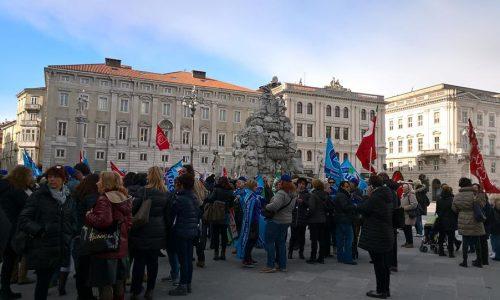 Trieste – Solidarietà alle lavoratrici e lavoratori delle mense scolastiche comunali