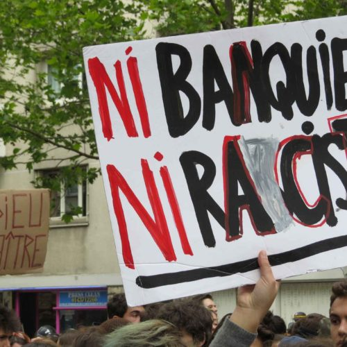 """""""Né il banchiere, né la razzista!"""" – Le proteste dei giovani attraversano la Francia!"""