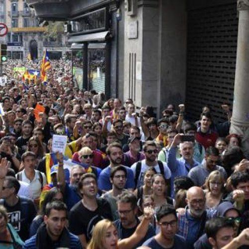 Catalogna – La repressione contro il referendum per l'indipendenza provoca una mobilitazione di massa