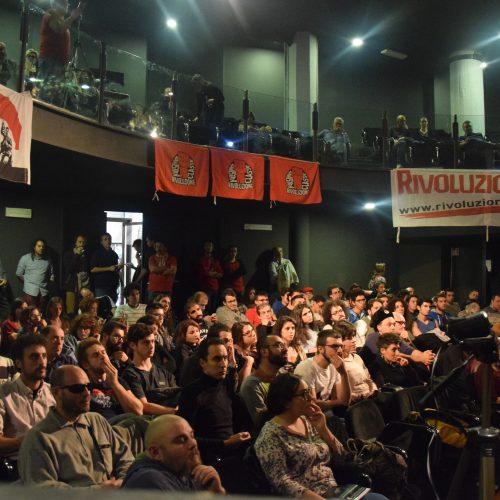 """""""Siamo ancora qui!"""" Grande successo della Notte rossa della rivoluzione a Napoli"""