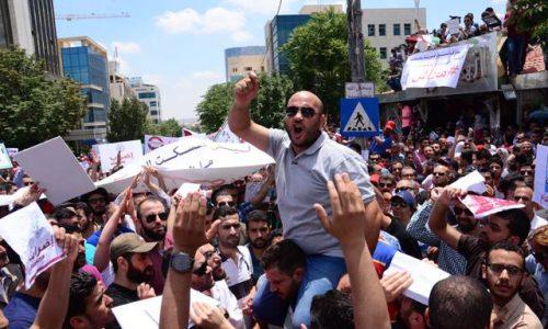 Giordania – Il movimento di massa fa cadere il Primo ministro