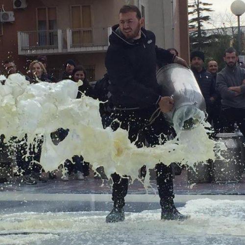 La lotta dei pastori sardi: un esempio da seguire!