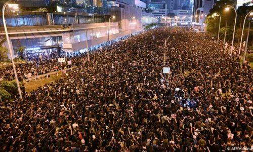 Hong Kong – Le proteste costringono a sospendere la legge per l'estradizione: il movimento deve continuare!