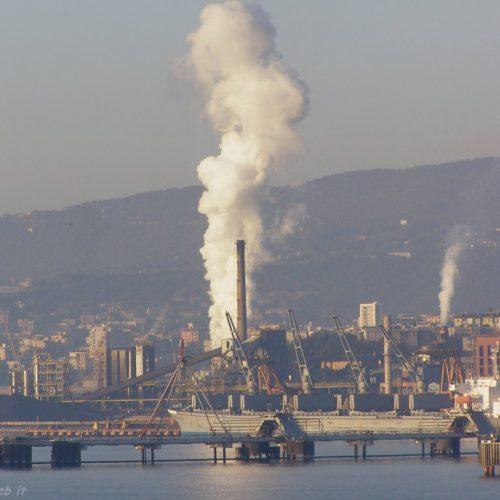 Trieste, chiude la Ferriera – Lottiamo per il lavoro e l'ambiente!