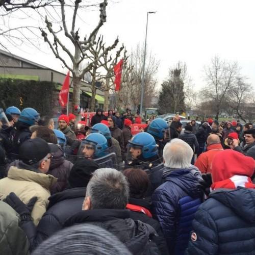 Castelfrigo: le cariche e le intimidazioni non fermano la lotta