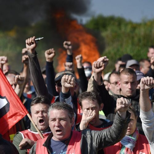 Oggi in Francia domani in Italia –  La lotta di classe non ha frontiere!