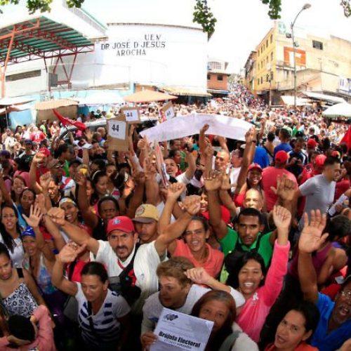 """Venezuela, 16 luglio – La """"consultazione""""dell'opposizione contrastata da una prova di forza chavista"""