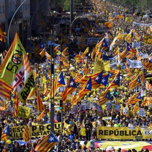 Catalogna – Enorme corteo per la liberazione dei prigionieri politici