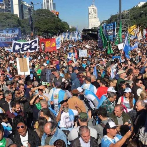 Argentina – I lavoratori e i giovani dicono NO al FMI nelle piazze!