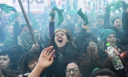 Argentina – Una marea verde scende in piazza a favore della legalizzazione dell'aborto