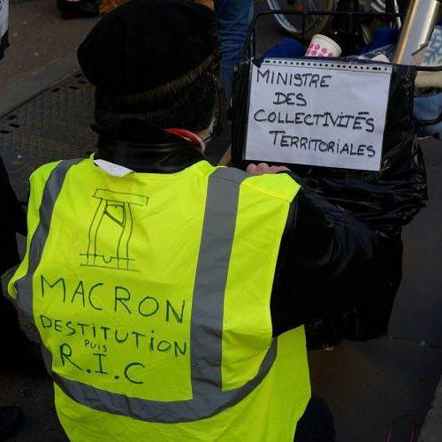 Il governo Macron è sull'orlo del baratro… Prepariamo lo sciopero generale!