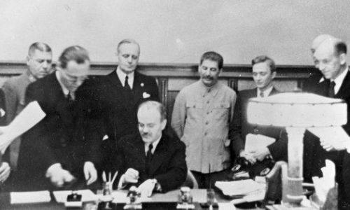 Il Patto Molotov – Ribbentrop e i disastri della politica militare di Stalin