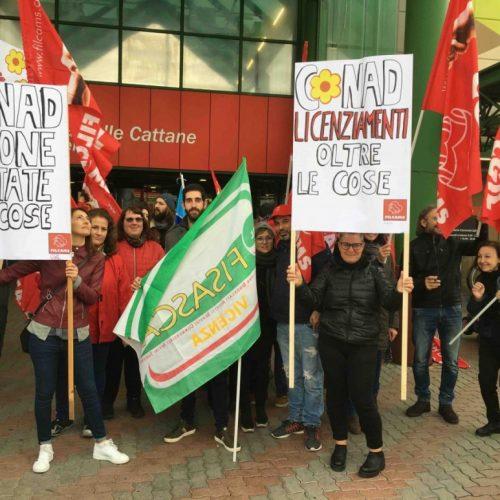 Auchan – Continuare e allargare la lotta contro i licenziamenti!