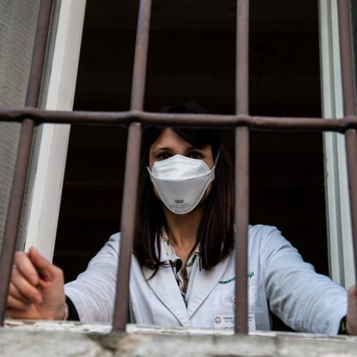 Lo stato sociale nell'emergenza coronavirus: #Restateacasa e #Arrangiatevi