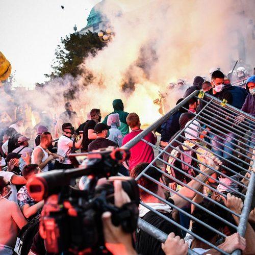 Serbia: le proteste e la violenza dello stato rivelano la crisi del regime di Vučić