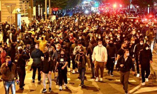 Per chi suona la campana delle proteste a Napoli
