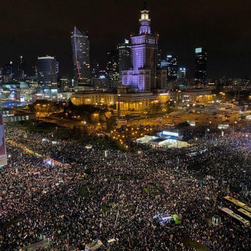 """""""Avete voluto la guerra!"""" –  Le donne polacche ancora in piazza per il diritto all'aborto"""