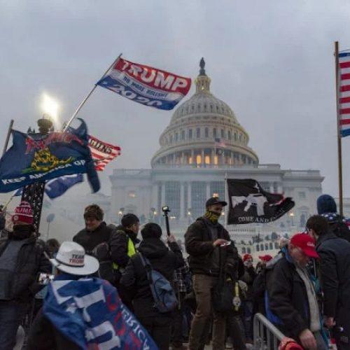 """USA – L' """"insurrezione"""" di Trump e il caos della democrazia borghese statunitense"""