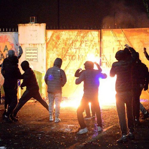 Irlanda del Nord: rivolte settarie – una pessima fine per una pessima pace