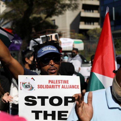 """Sud Africa – I portuali di Durban si rifiutano di scaricare una nave israeliana, """"se toccano uno toccano tutti"""""""